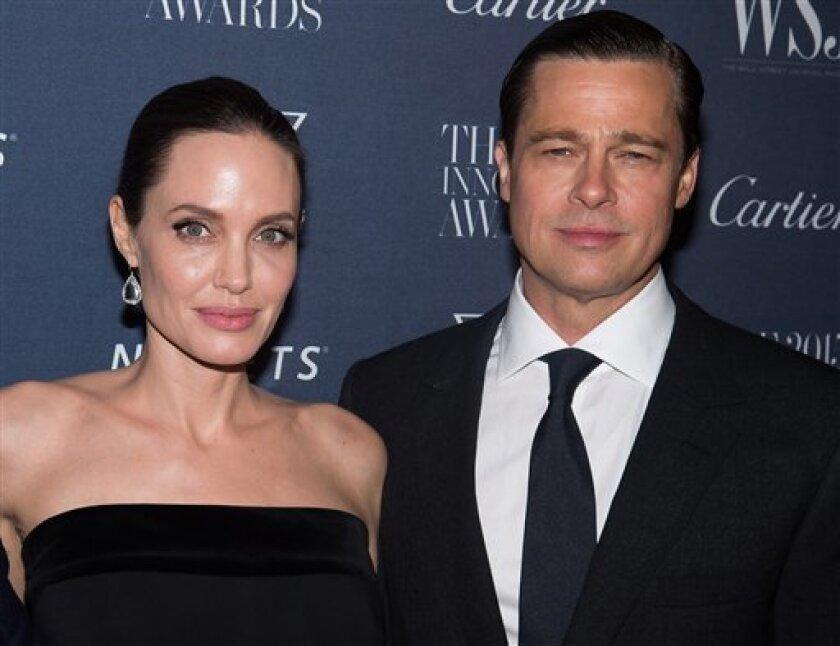Angelina Jolie le ha pedido el divorcio a Brad Pitt, poniendo fin a uno de los romances entre estrellas, que más ha generado interés de la prensa del espectáculo en todo el mundo.