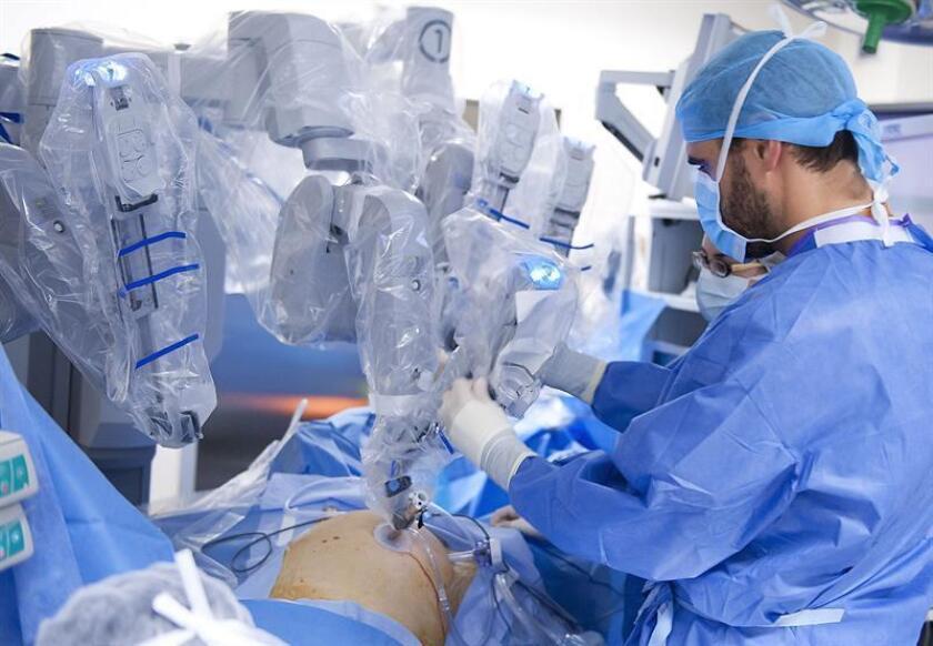 Médicos mexicanos extirparon un tumor de casi 2,5 kilogramos a una bebé recién nacida que hoy tiene dos meses de edad y se recupera favorablemente, informó el estatal Instituto Mexicano del Seguro Social (IMSS). EFE/Archivo