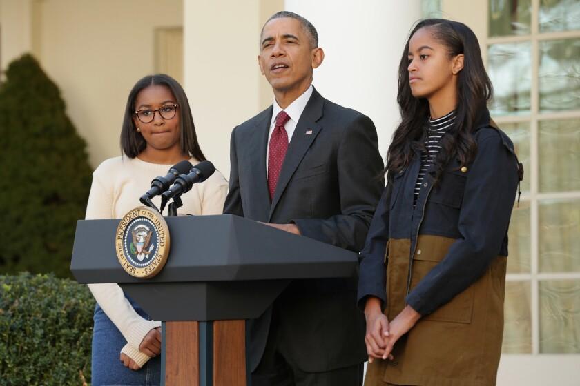 El presidente de EEUU, Barack Obama, con sus hijas, Sasha (i) y Malia.