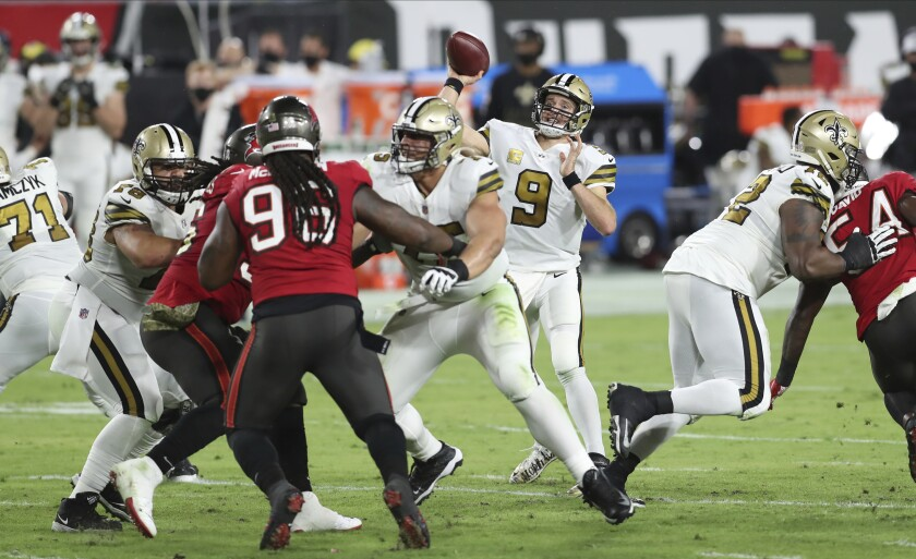 New Orleans Saints quarterback Drew Brees throws a pass against the Tampa Bay Buccaneers.