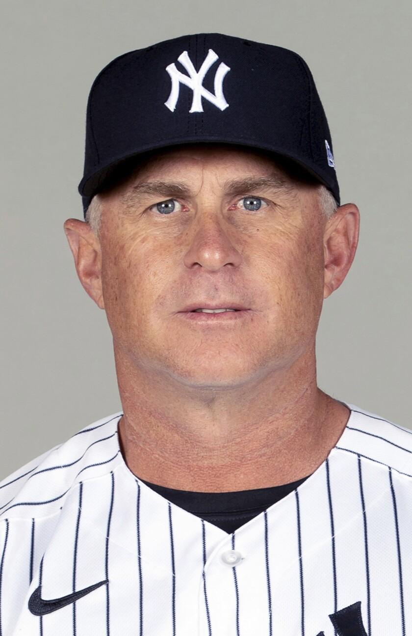 En esta foto de 2021, aparece Phil Nevin, coach de la antesala de los Yanquis de Nueva York (Mike Carlson/MLB Photos via AP, archivo)
