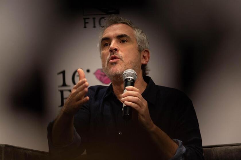 """El cineasta mexicano Alfonso Cuarón habla sobre su película """"Roma"""" durante una conferencia magistal en el marco del Festival Internacional de Cine Morelia, que se realiza en el estado de Michoacán (México). EFE/Archivo"""