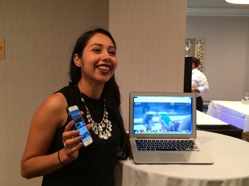 Sarahi Espinoza creó la aplicación 'DreamersRoadMap' para facilitar la búsqueda de asistencia financiera a estudiantes sin documentos.