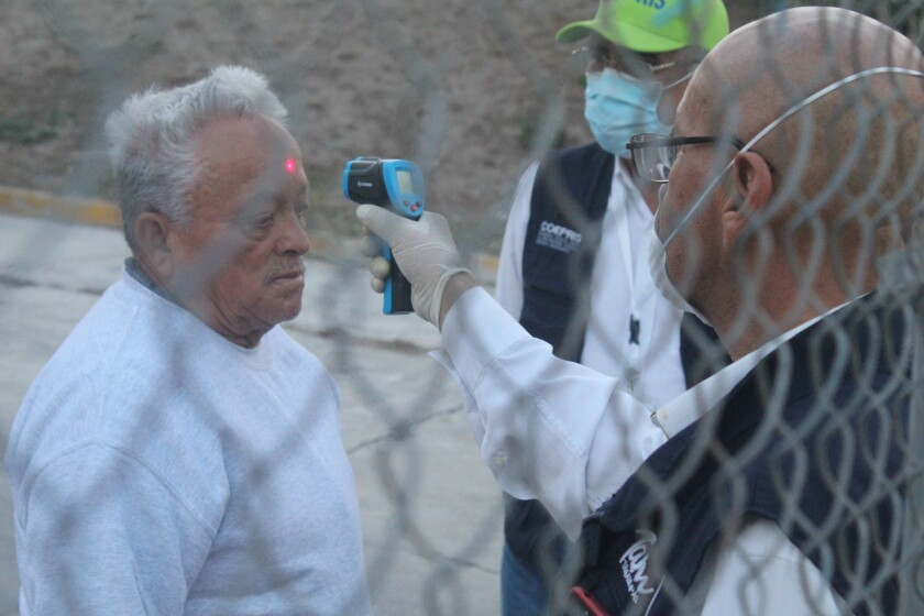 Temperature checks for deportees in Mexico