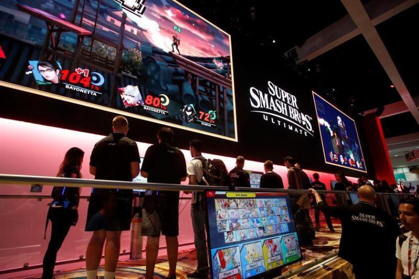 Público visita el espacio de Playstation durante la Electronic Entertainment Expo (E3) en el Centro de Convenciones de Los Ángeles, California (EE.UU.). EFE