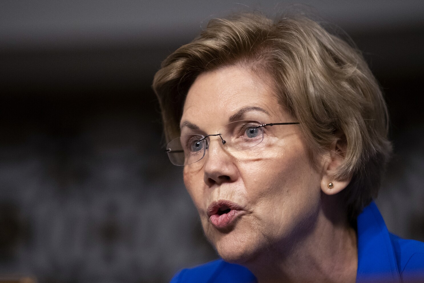 Elizabeth Warren pitches private equity regulations, taking aim at 'legalized looting' - Los Angeles Times