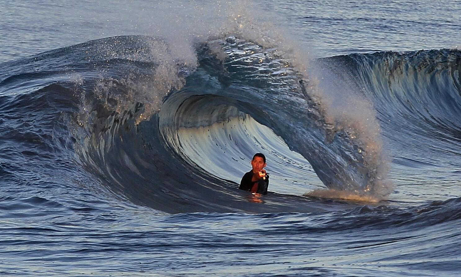 Tsunami waves —
