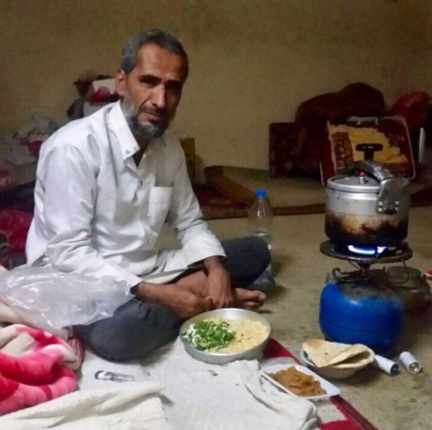 Abdullah al-Ibbi perdió tres generaciones de su familia en un ataque áereo ocurrido en 2015.