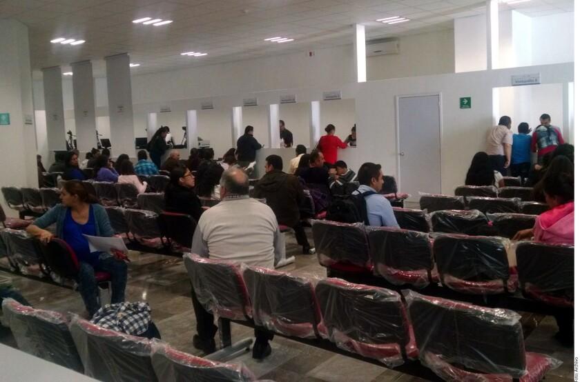 La Secretaría de Relaciones Exteriores (SRE) informó que el costo de un pasaporte con vigencia de tres años pasará de mil 130 pesos a mil 205, es decir, un aumento del 6.6 por ciento.