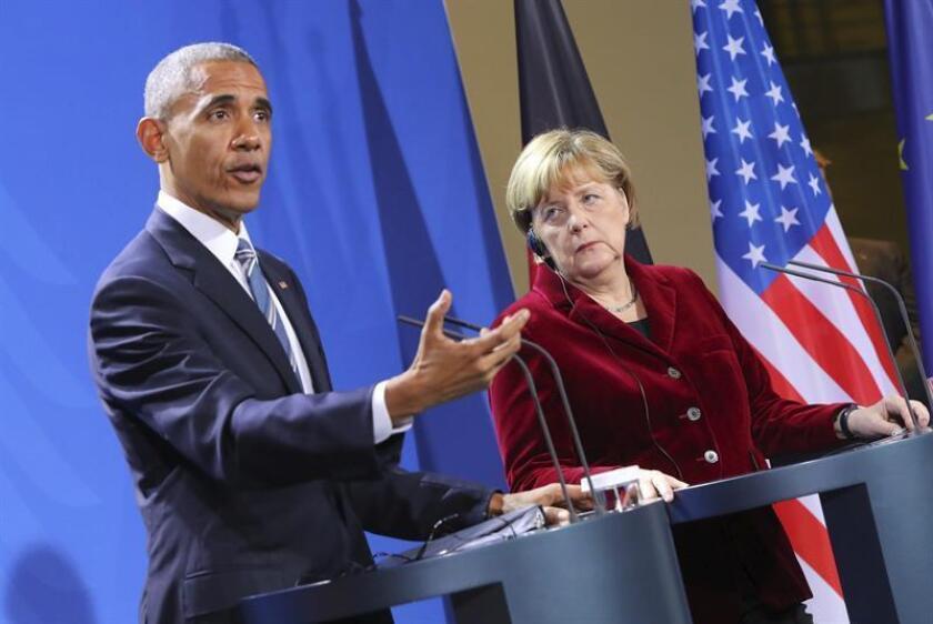"""El presidente, Barack Obama, telefoneó la noche de este lunes a la canciller alemana, Angela Merkel, a quien ofreció sus condolencias por el """"aparente atentado"""" ocurrido en Berlín, así como asistencia para esclarecer los hechos, informó hoy la Casa Blanca. EFE/ARCHIVO"""