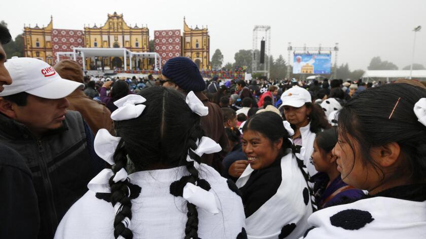 Francisco acudió al Estado de Chiapas, donde se concentra cerca del 75 % de las comunidades indígenas del país y además el más pobre de México, para llevar su palabras de esperanza a los pueblos originarios, pero también se disculpa por todo lo que han sufrido.