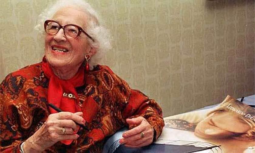 Millvina Dean Dies At 97 Last Titanic Survivor Los Angeles Times