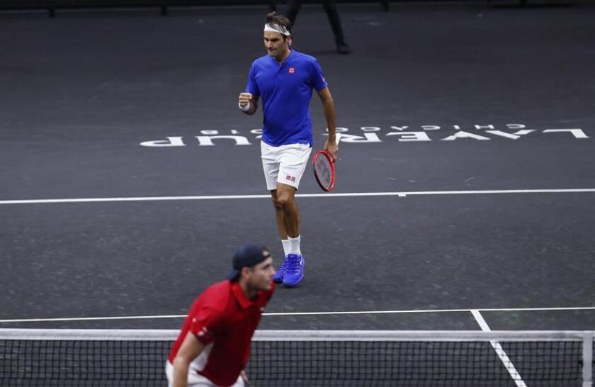 El tercero, a diez puntos, comenzó bien para Federer (arriba) con tres tantos consecutivos, el primero de ellos de saque directo, y cuando aventajaba por 5-2 a Isner, dos errores no forzados y una complicada derecha del suizo dejaron el marcador en 5-5. EFE