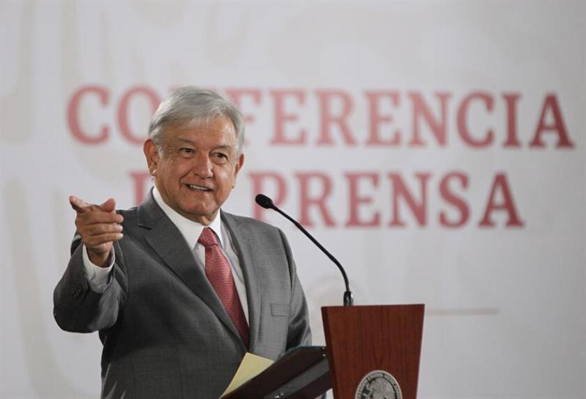 El presidente de México, Andrés Manuel López Obrador, ofrece una rueda de prensa hoy, en el Salón Tesorería del Palacio Nacional, en Ciudad de México (México). EFE