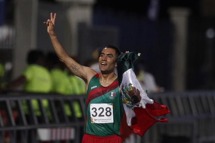 El mexicano Juan Barrios celebra hoy domingo 29 de julio de 2018, despues de ganar la prueba de 10.000 mts hombres en los XXIII Juegos Centroamericanos y del Caribe 2018 en Barranquilla (Colombia). EFE