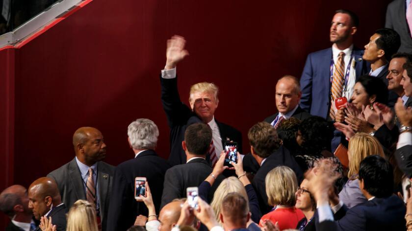 El magnate reaccionó así a la decisión de Wasserman Schultz de dejar su cargo cuando concluya la convención que se celebra a partir de mañana y hasta el jueves en Filadelfia para nombrar oficialmente a Hillary Clinton como candidata presidencial del Partido Demócrata.