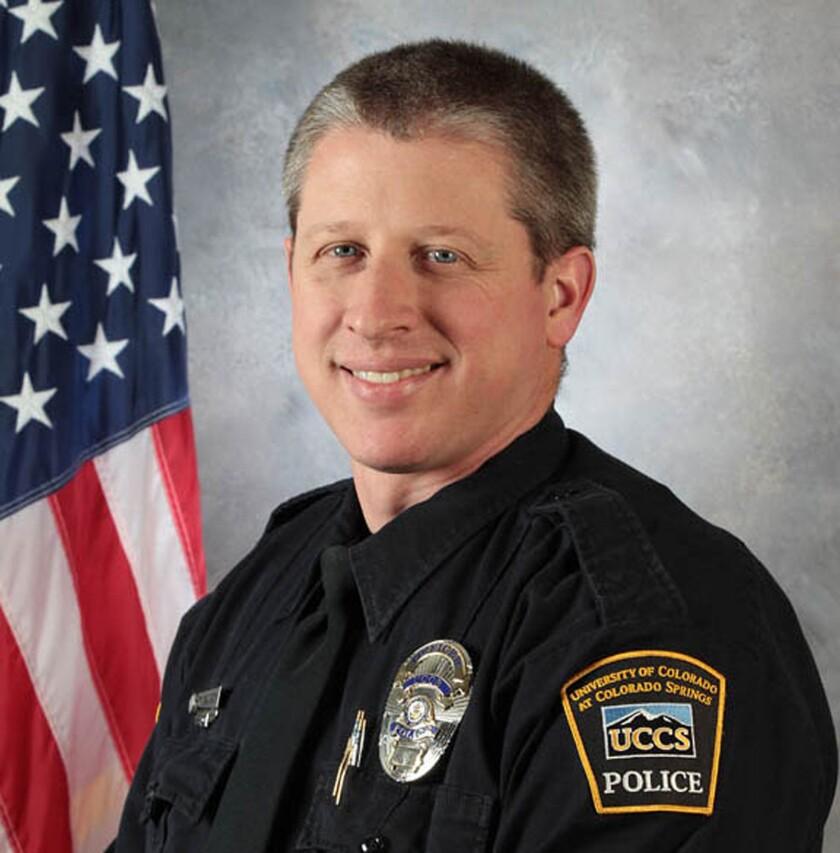 En esta imagen, proporcionada por el campus de Colorado Springs de la Univerdad de Colorado, el agente de policía Garrett Swasey, que fue asesinado en un tiroteo en una clinica de control de natalidad Planned Parenthood en Colorado Springs, Colorado, el 27 de noviembre de 2015. (Universidad de Colorado en Colorado Springs via AP)