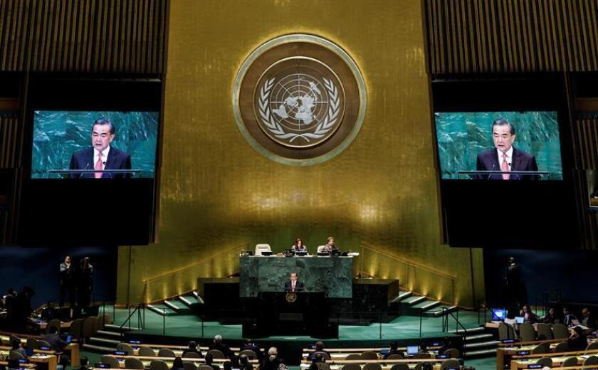El ministro de Asuntos Exteriores chino, Wang Yi, pronuncia su discurso durante el 73 periodo de sesiones de la Asamblea General de Naciones Unidas (ONU), en la sede de la ONU en Nueva York, Estados Unidos, el 28 de septiembre del 2018. EFE