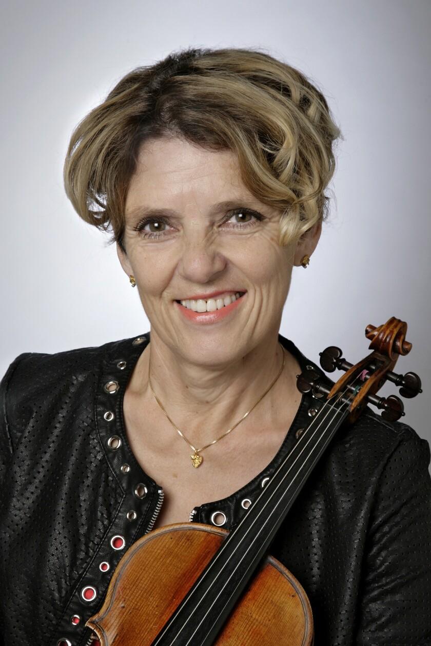 """Päivikki Nykter performs the """"Soirée for Music Lovers"""""""