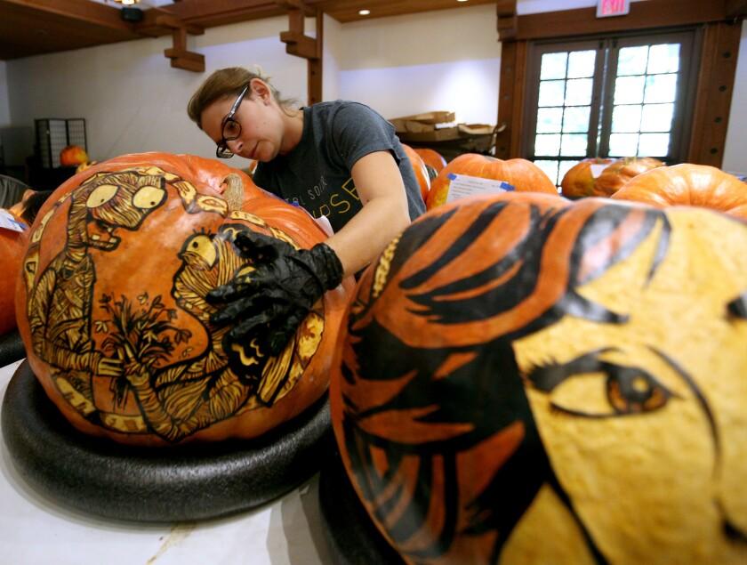 tn-vsl-me-descanso-carved-pumpkins-20191024-1