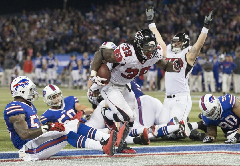 Atlanta Falcons running back Steven Jackson scores the tying touchdown against the Buffalo Bills late in the fourth quarter of NFL football action in Toronto, Sunday Dec. 1, 2013. (AP Photo/The Canadian Press, Mark Blinch)