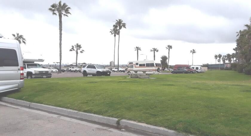 dog-beach-parking-lot-20190516