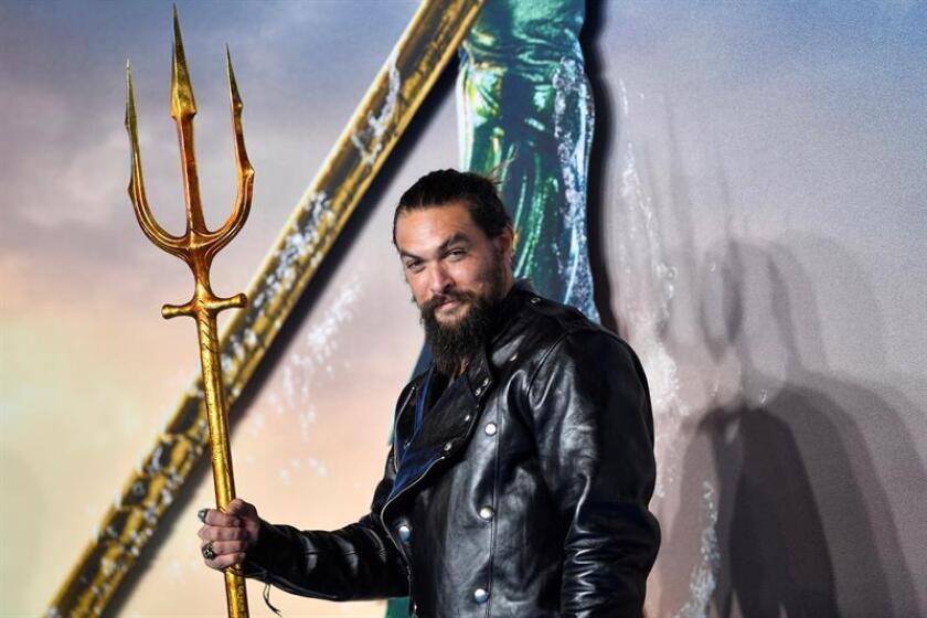 El actor estadounidense Jason Momoa posa para los fotógrafos a su llegada a la presentación mundial de la película ''Aquaman'', en Londres (Reino Unido). EFE/Archivo
