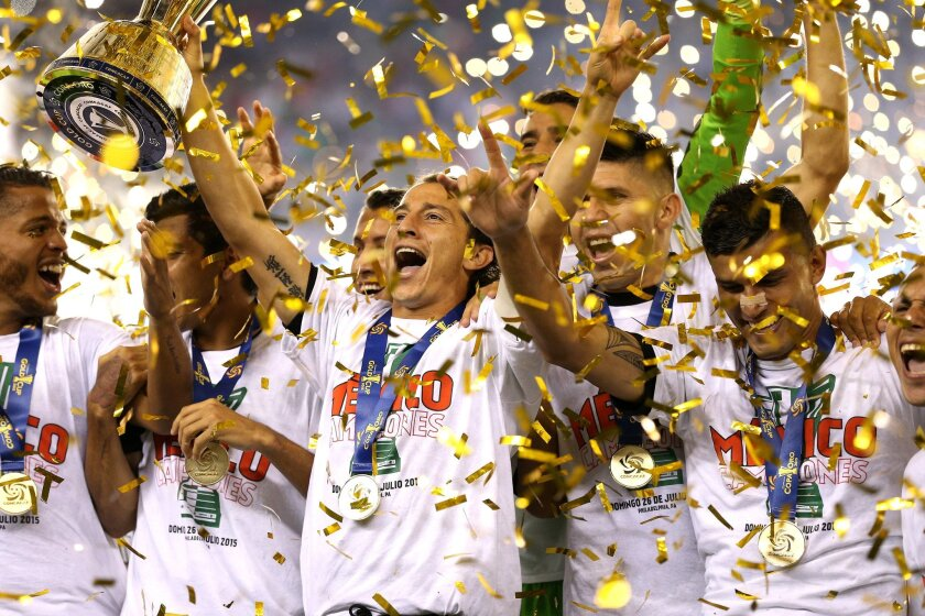 PHILADELPHIA, PA - JULY 26: Andres Guardado #18 of Mexico and teammates celebrate after defeating Jamaica in the CONCACAF Gold Cup Final at Lincoln Financial Field on July 26, 2015 in Philadelphia, Pennsylvania. Mexico won, 3-1. (Photo by Patrick Smith/Getty Images) ** OUTS - ELSENT, FPG - OUTS * NM, PH, VA if sourced by CT, LA or MoD **