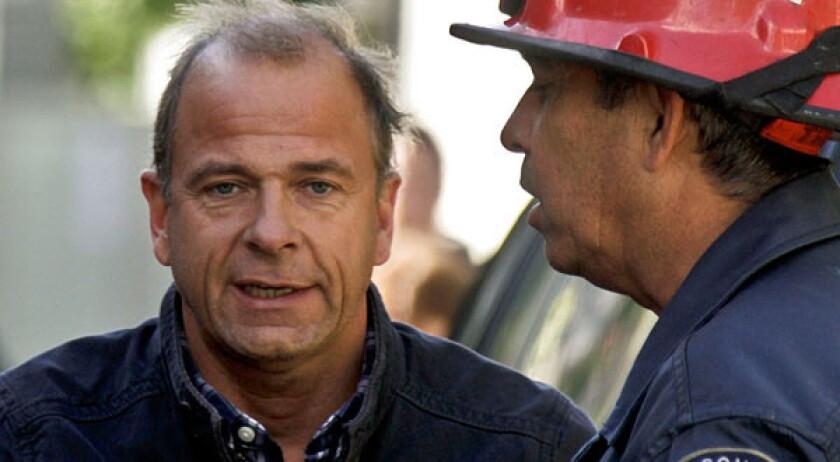 Gerhard Becker, left, talks to arson investigator William Thost.