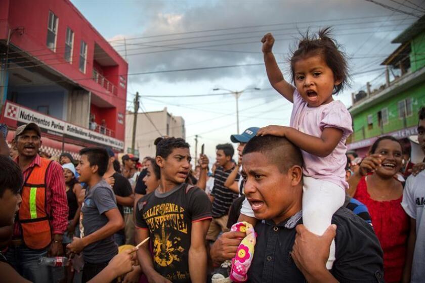 Migrantes centroamericanos protestan a su paso por la población de Nicolás Romero ayer, martes 3 de abril de 2018, en el estado de Oaxaca (México). EFE