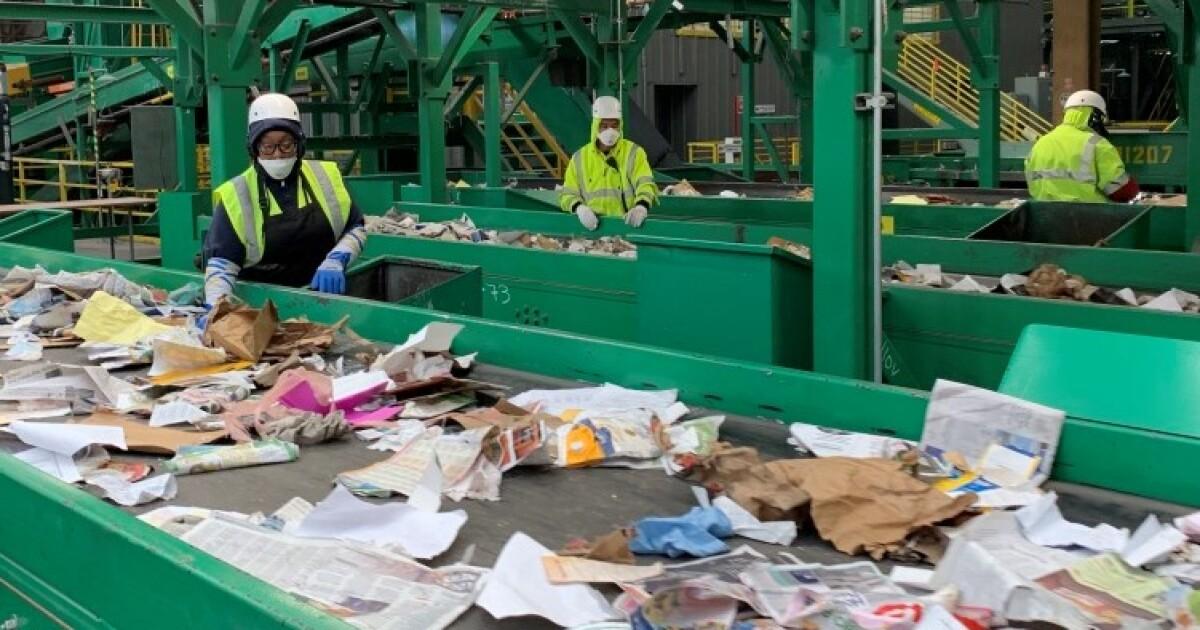 'これらの人四人で構成される。' の廃棄物の労働者のリスクを並べ替えにお資源