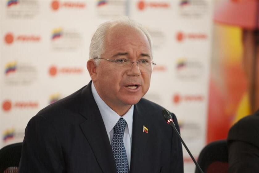 Rafael Ramírez, exministro venezolano del Petróleo, considera que el Gobierno de Nicolás Maduro ha acabado con la democracia y cree que solo una gran movilización política podrá forzar su caída y permitir que el país supere la crisis causada por el actual Ejecutivo. EFE/Archivo