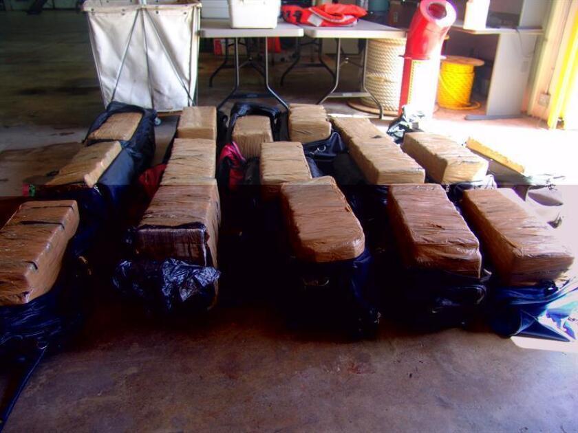 Tres puertorriqueños fueron detenidos hoy con 25 fardos de cocaína, valorados en 12,5 millones de dólares, que cargaban en una embarcación en un cayo en Ceiba, en el oriente de la isla. EFE/ARCHIVO/USO EDITORIAL SOLAMENTE/NO VENTAS