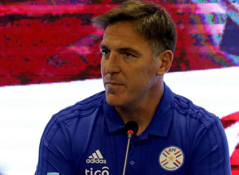 El entrenador argentino Eduardo Berizzo reacciona durante su presentación como nuevo entrenador de la selección nacional de fútbol de Paraguay. EFE/Archivo
