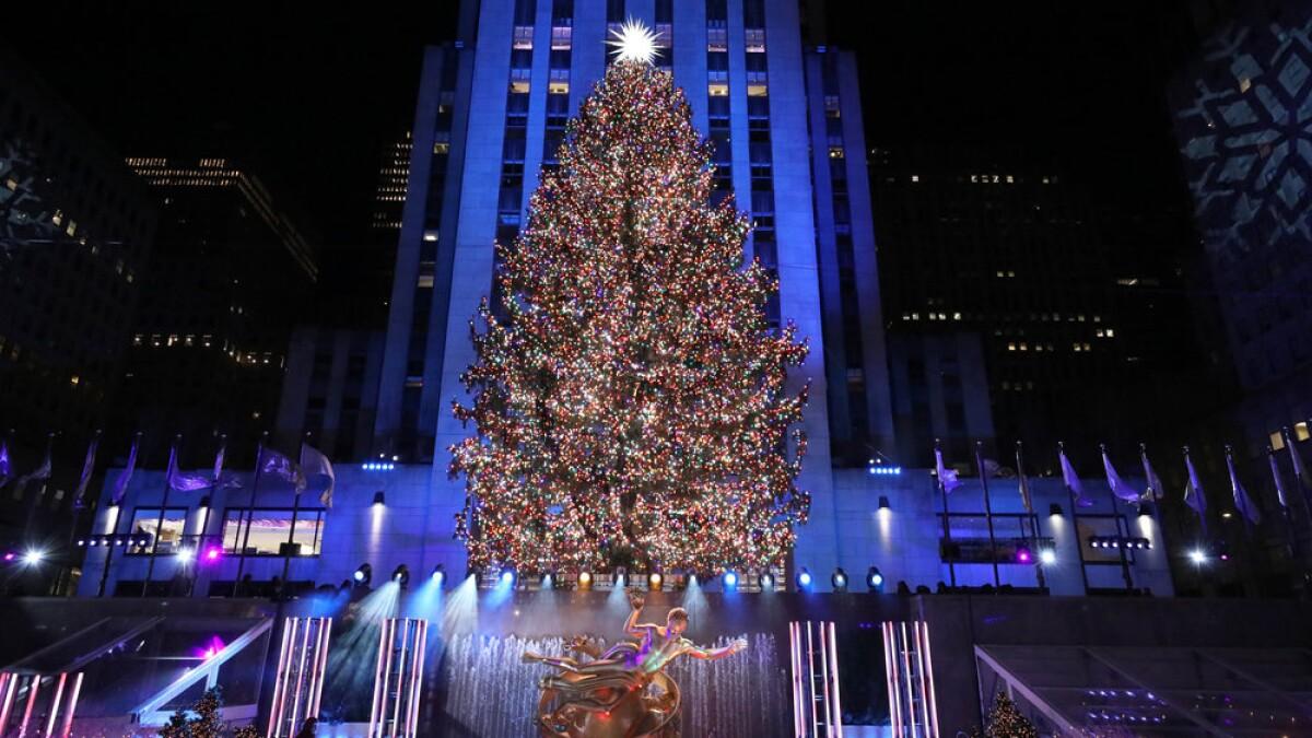 2021 Christmas In Rockefeller Center Nbc Wins Nov 30 Ratings With Nfl Rockefeller Center Tree Lighting Los Angeles Times