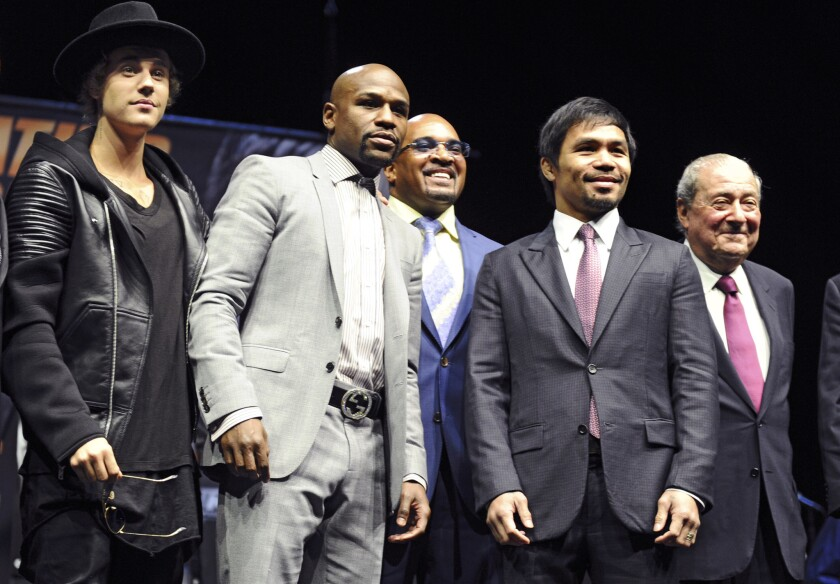 From left, Justin Bieber, Floyd Mayweather, Manny Pacquiao and Bob Arum pose for a photo during the press conference at the Nokia Theatre.