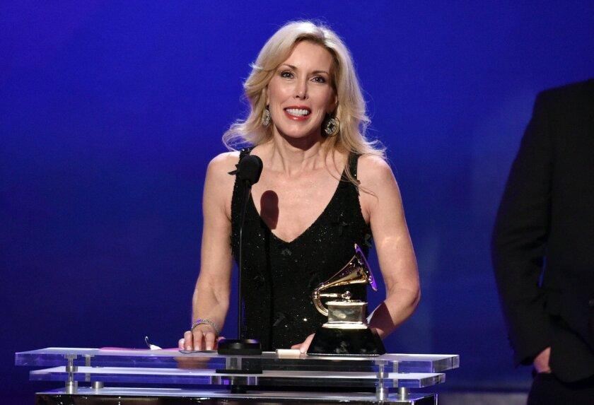 Kimberly Woolen accepts husband Glen Campbell's Grammy