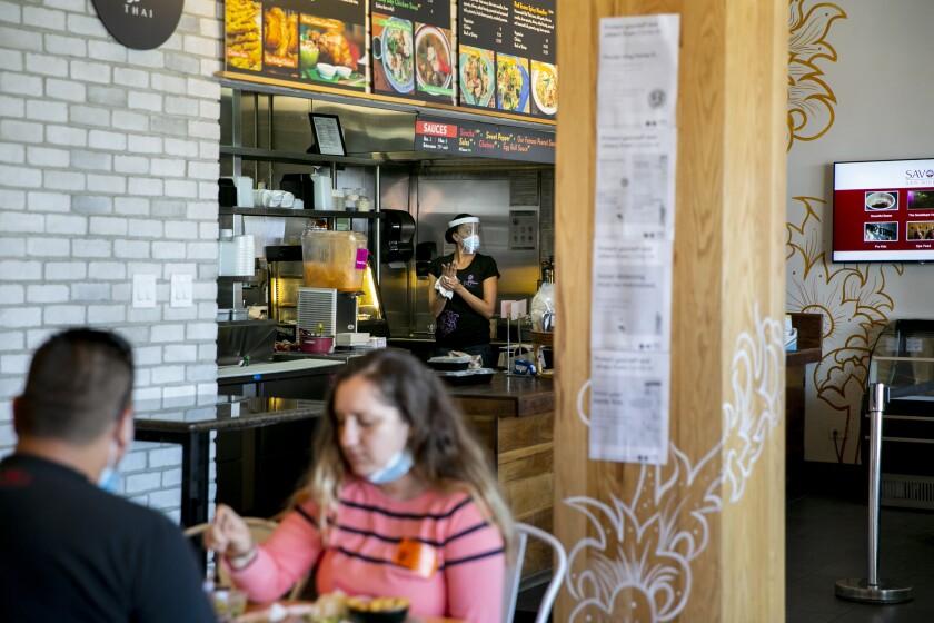 EEUU: Vinculan apertura de restaurantes a un repunte de casos de COVID-19