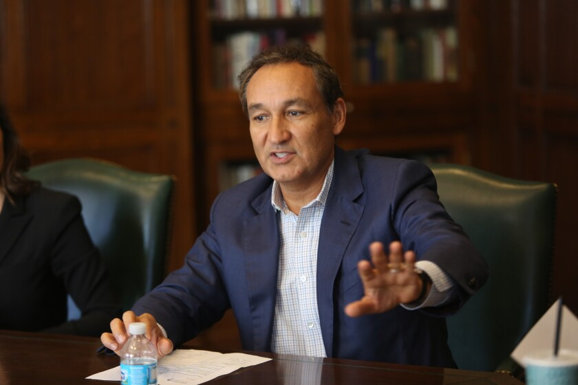 Airline executives, such as United Airlines CEO Oscar Munoz, are scheduled to meet with President Donald Trump on Thursday, Feb. 9, 2017.