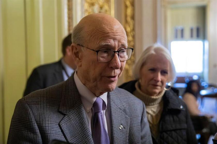 Republican Sen. Pat Roberts of Kansas speaks with reporters in the US Capitol in Washington on Dec. 27, 2018, amid the partial US government shutdown. EFE-EPA / ERIK S. LESSER