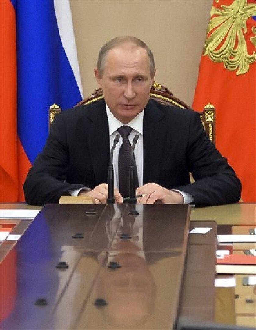 """El portavoz del Kremlin, Dmitri Peskov, calificó hoy de """"infundadas"""" las sospechas manifestadas en Estados Unidos de que """"hackers"""" rusos habrían atacado las páginas web dedicadas a organizar las elecciones presidenciales estadounidenses de noviembre en Illinois y Arizona."""