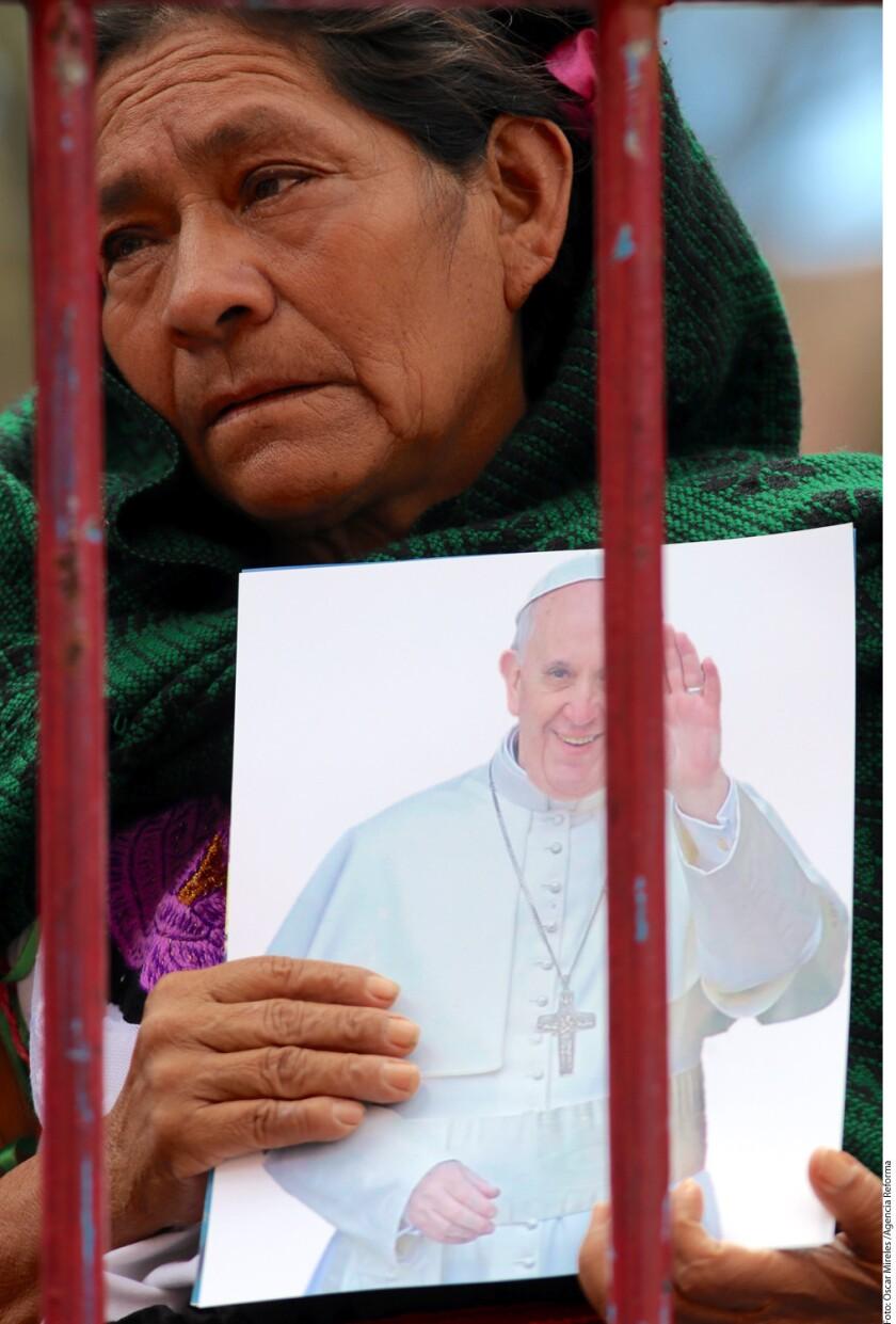 Chiapanecos esperan arribo del Papa Francisco este lunes.