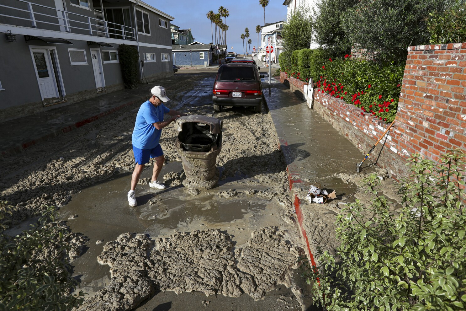 'Something bad's going to happen': Big surf and high tide hit Balboa Peninsula with flooding