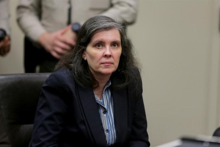 El matrimonio que presuntamente maltrató y mantuvo cautivos a sus trece hijos en California compareció hoy de nuevo ante el juez para que la Fiscalía presentase nuevos cargos en su contra. EFE/EPA/POOL