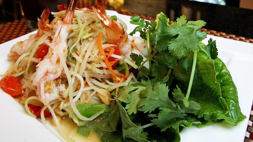 Papaya salad with shrimp and Thai iced tea at Siri Thai Cuisine