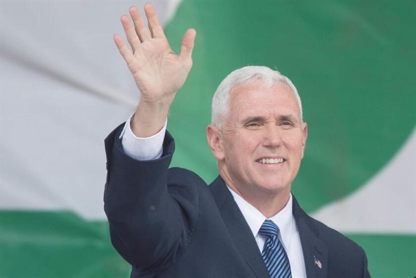 """El vicepresidente, Mike Pence, dijo hoy que el movimiento antiabortista """"está ganando de nuevo"""" en el país con la victoria electoral de Donald Trump y el Congreso controlado por los republicanos. EFE"""