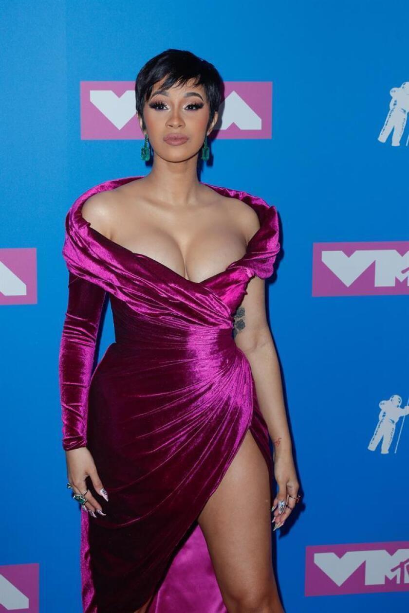 La rapera estadounidense Cardi B posa en la alfombra roja de los Premios MTV Video Music Awards 2018. EFE/Archivo