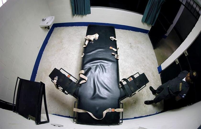 La ejecución llegó tras una ardua batalla legal que resolvió en última instancia el Tribunal Supremo en la que el reo denunció que el estado de Alabama violaba sus derechos religiosos como musulmán al no permitir a su imán asistirle en la cámara letal. EFE/Archivo