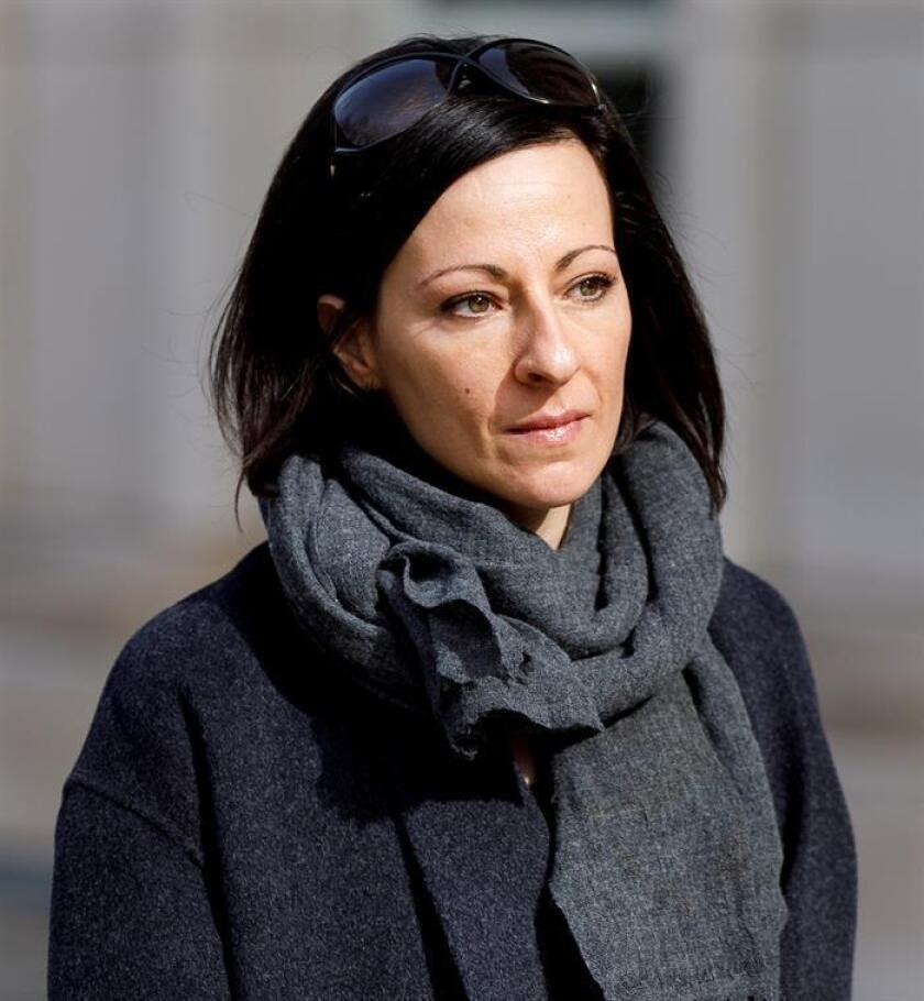 Lauren Salzman, coacusada en el supuesto caso de culto sexual relacionado con la compañía Nxivm y la hija de la cofundadora de la compañía Nancy Salzman, abandona el Tribunal Federal de los Estados Unidos después de una audiencia que sigue el caso, en Brooklyn, Nueva York (EE.UU.). EFE/Archivo