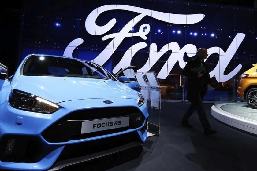 Los continuos cambios en la cúpula directiva del Grupo Ford, incluidos los provocados por la inesperada dimisión la semana pasada del presidente de Ford para Norteamérica, Raj Nair, están dañando la imagen de estabilidad del fabricante estadounidense. EFE/Archivo